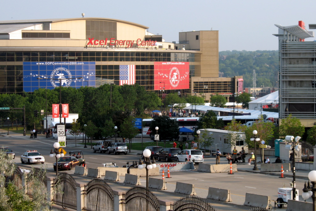 A distance photo of the bus loading area of the republican national convention 2008.