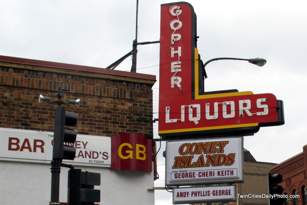 There is confusion about this business, Gohper Liqours with a Coney Islands sign, is it a bar or restaurant