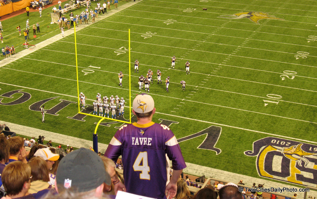 I made it to the Minnesota Vikings versus the Detroit Lions game on Sunday with my wifey. The Vikings was by a score of 24-10. Something I didn't expect to happen was seeing Brent Favre up here in the stands with me. I'm not sure how he found the time to watch the game from the fans perspective, but as you can see, I have him right there in the photo.