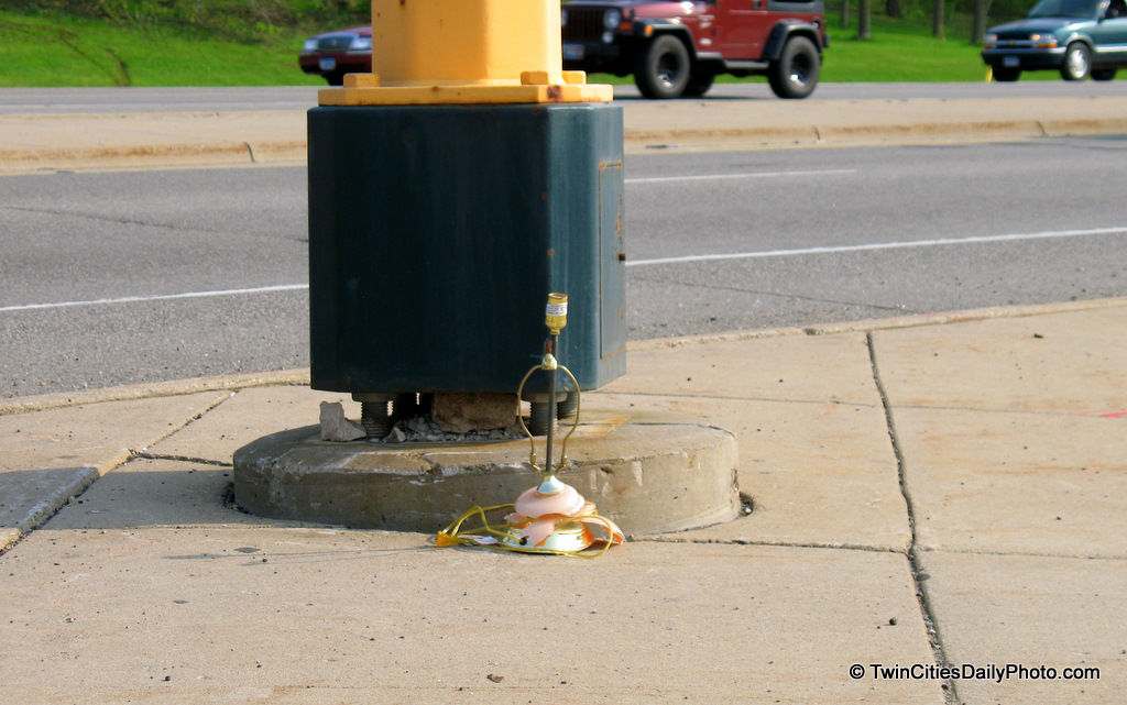 I'm sure there is a story behind the broken lamp, but it sure was an odd thing to see while waiting for the stoplight to turn green.