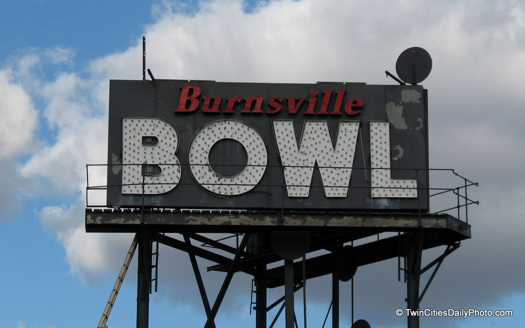 The sign is very aged and in major need of some upkeep. I have not been to this area at night to see if the sign still works. I believe the Burnsville Bowl is still operational as of today.