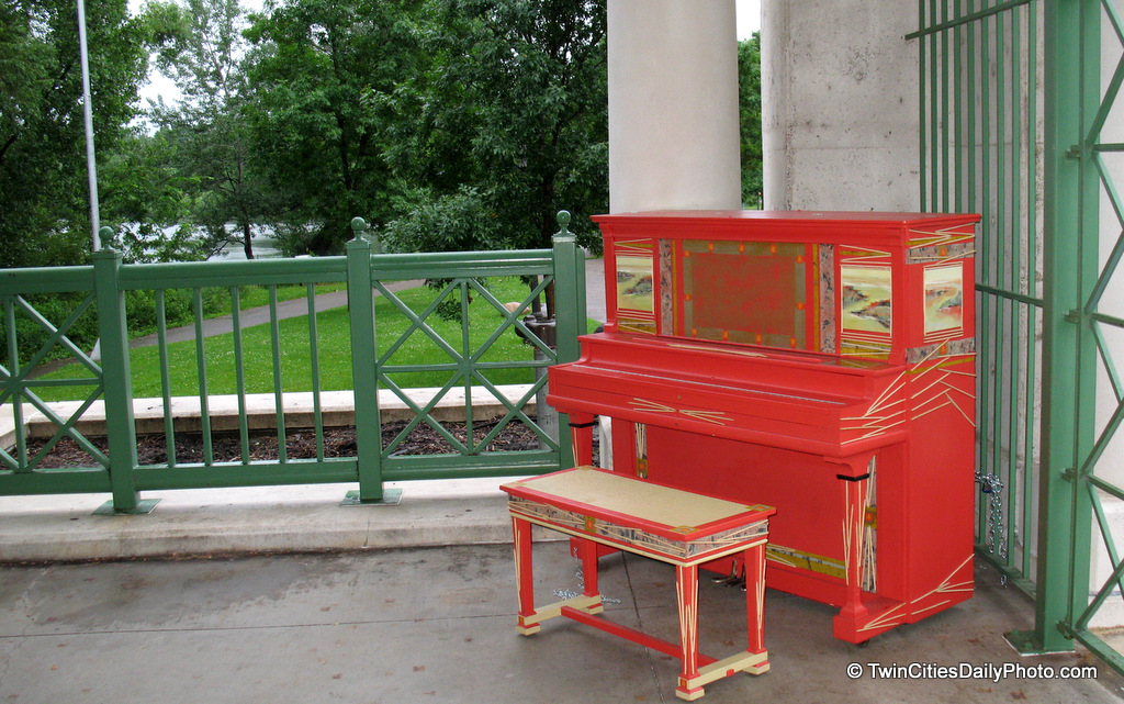 The pianos on parade project has placed 20 uniquely painted pianos throughout the city of St Paul, with the goal to inspire kids and anyone interested in art and music.