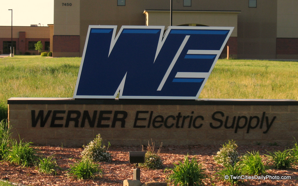 I've always enjoyed graphic arts, logos, drawings in my lifetime. The first time I saw this Werner Electric logo it caught my eye. Bold colors, simplistic, it all works.